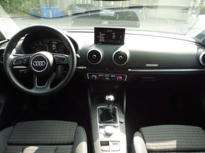 Audi A3 LIMOUSINE*SPORT* 1.6 TDI/PDC/NAVI/XEN/*STHZ*